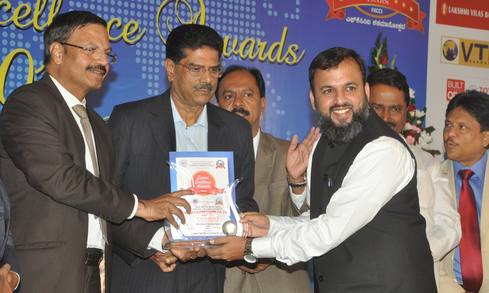 excelence award receiving goanfresh